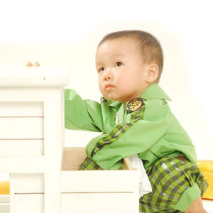 baby-playing-with-drawers